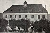 Zámek v Krchlebech na přelomu 19. a 20. století.