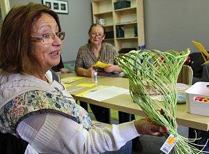 Seniorky si vyrobily v kutnohorské knihovně betlém