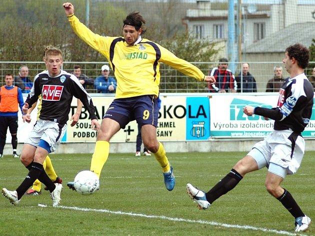 V 66. minutě se v obraně FC Zenit Čáslav prosadil blšanský Michal Smejkal a vyrovnal na 1:1.