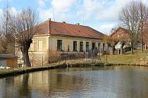 Bývalá škola ve Zderadinách