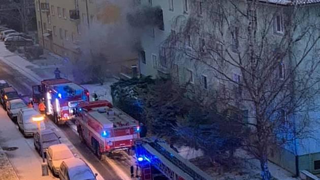 Požár bytového domu v Trebišovské ulici v Kutné Hoře v pátek 11. ledna 2019.