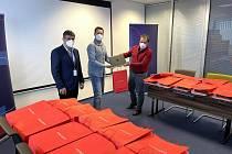Notebooky ze společnosti Foxconn pro neziskový sektor na Kutnohorsku.