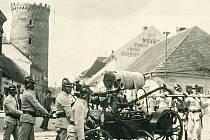 Fotografie použitá na plakátu k výstavě u příležitosti 150. výročí založení hasičského spolku v Čáslavi.