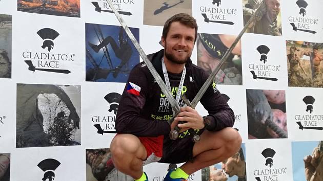 Kutnohorák Tomáš Tvrdík vyhrál na trati Gladiator Race první Mistrovství České republiky OCR.