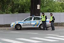 Řidič dodávky srazil při couvání seniorku.