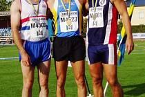 Kutnohorský atlet Karel Kopeček (uprostřed)