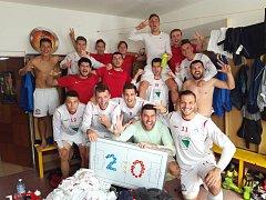 Kabina A týmu kutnohorské Sparty oslavila vítězství 2:0 nad Hvozdnicí.
