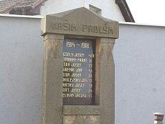 Opravený pomník padlým v Bernardově.