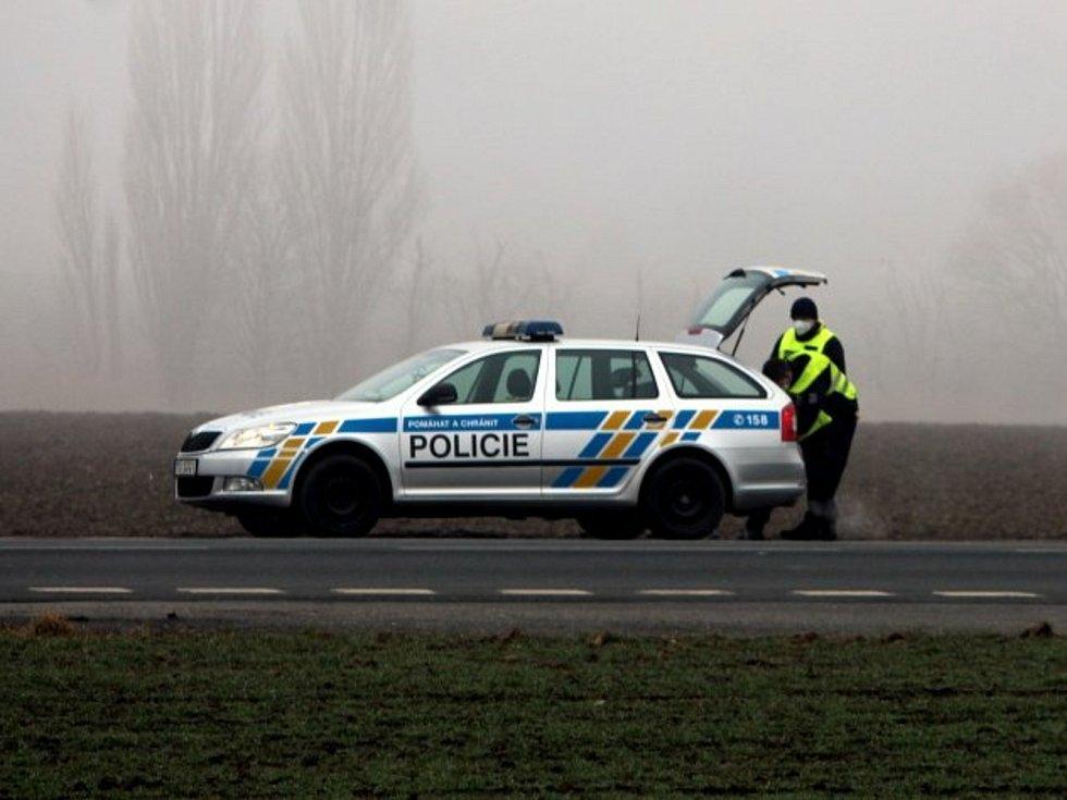 Kontrola Policie ČR na hranici okresů Kutná Hora a Kolín na silnici II/125 u Bečvár.