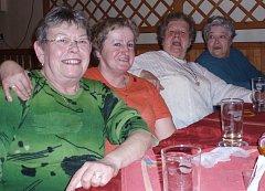 Turisté se skvěle bavili v restauraci U Strejčků v Červených Janovicích.