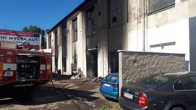 Požár v bývalé továrně Avia v Masarykově ulici v Kutné Hoře.