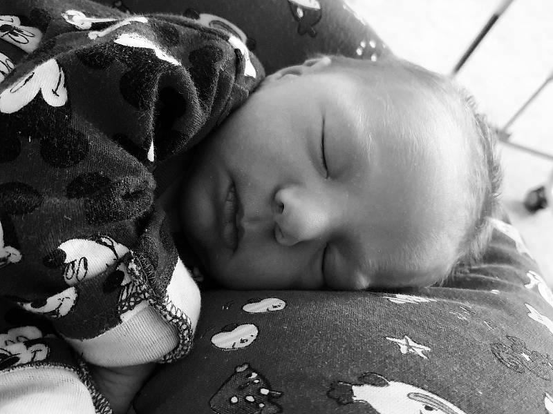 Jiří Slavík přišel na svět 6. září 2021 v 11.46 hodin v čáslavské porodnici. Vážil 3500 gramů a měřil 52 centimetrů. Doma v Poličanech se z něj těší maminka Lenka, tatínek Jiří a dvouletá sestřička Eliška.