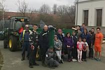 Třebešičtí dobrovolní hasiči se letos opět zapojili do úklidové akce.