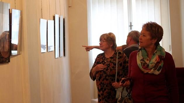Vernisáž tradiční výstavy Čáslavského fotoklubu.