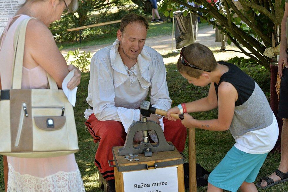 Historické slavnosti vrátily zámecký park do středověku.