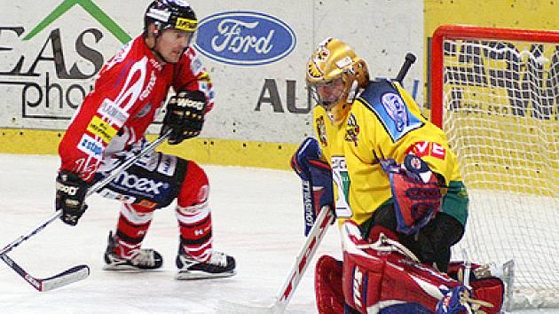 Oporou kutnohorských hokejistů byl v první polovině základní části II. ligy brankář Libor Barta (vpravo).