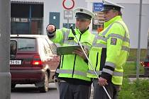 Vyšetřování dopravní nehody v těsné blízkosti přechodu pro chodce u kruhového objezdu na Kaňku.