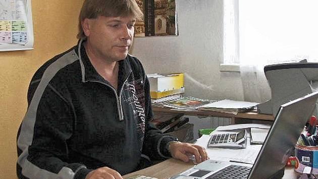 Předseda zručského fotoklubu Bohumil Novák.