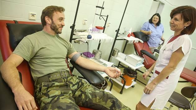 Vojáci 212. taktické letky v Čáslavi darovali společně krev.