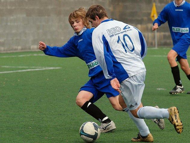 Fotbal divize: St. dorost Čáslav - Turnov/Pěnčín 3:2, sobota 7. listopadu 2009