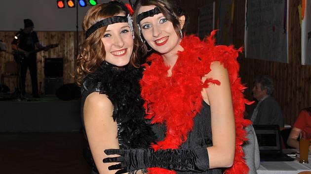 Na karnevalu bylo možné potkat třeba Asterixe, Obelixe nebo novomanžele