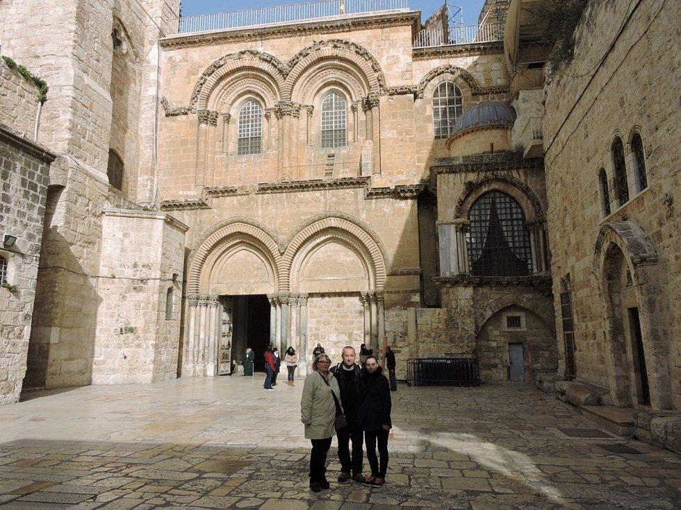 Chrám Božího hrobu - stojí na místě ukřižování, pohřbu a zmrtvýchvstání Ježíše Krista a je posledním zastavením křížové cesty na Golgotě.