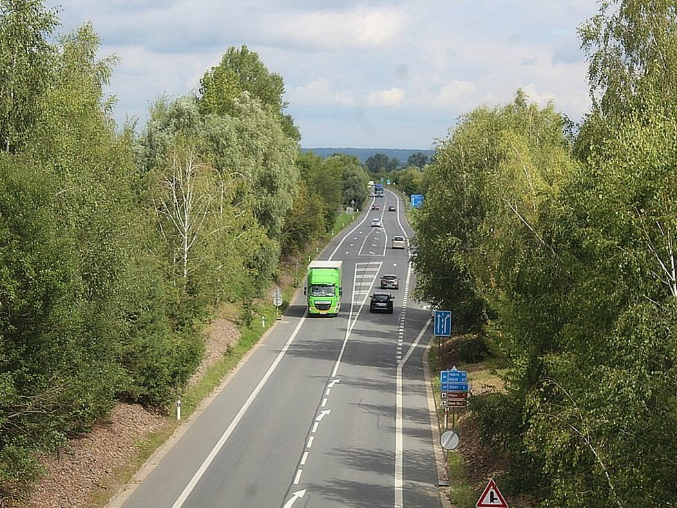 Stavba cyklostezky do Filipova si o víkendu vyžádá uzavírku čáslavského obchvatu.