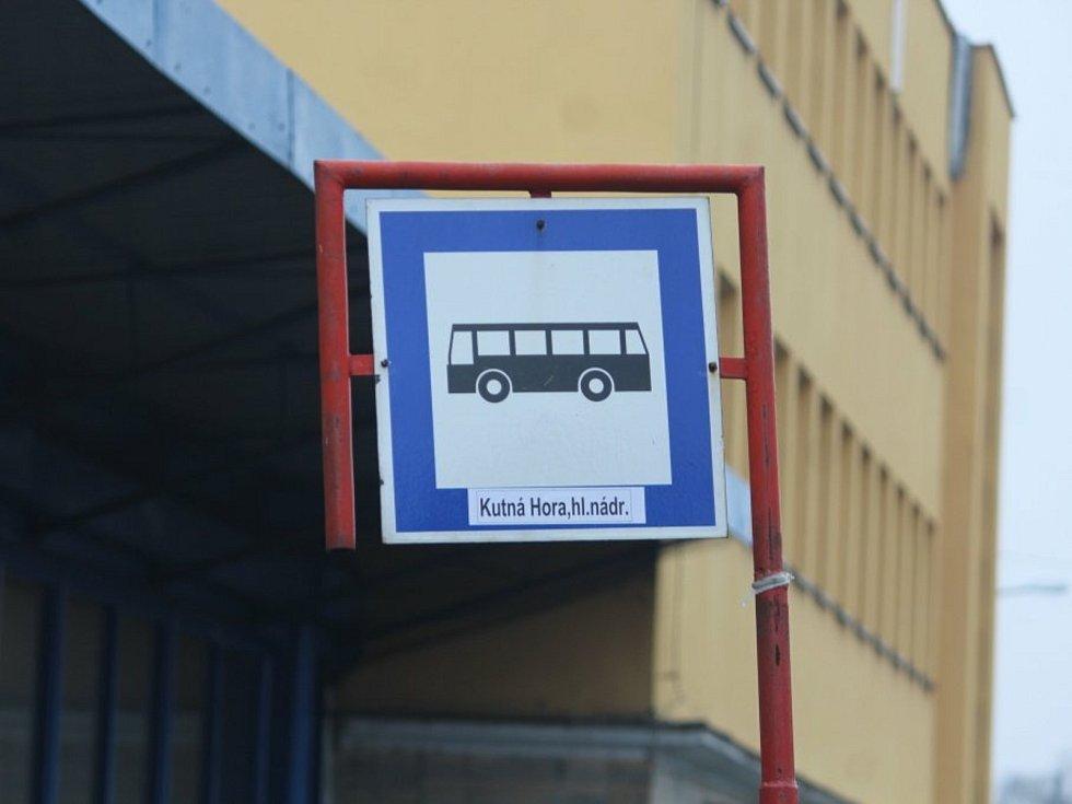 Autobusová zastávka Kutná Hora, hlavní nádraží.