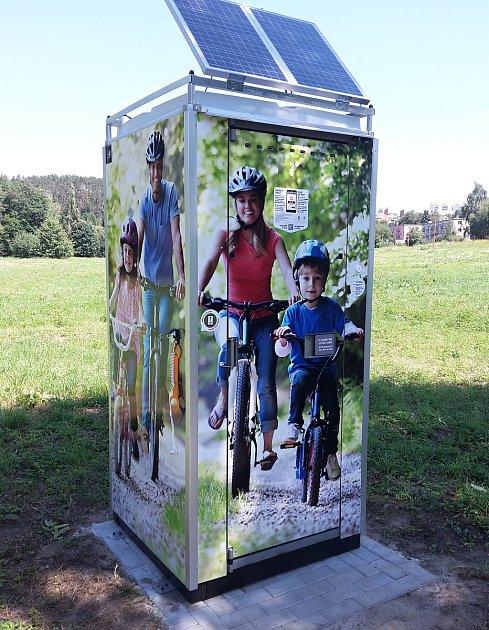 Ve Zruči mají smart designovou toaletu.