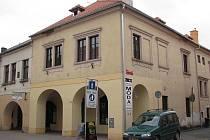 K budovám, k jejichž opravě přispěly peníze z Programu regenerace, patří i rohový dům č. 125 v ulici Klimenta Čermáka.