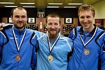 Zleva bronzový Tomáš Bek, vítěz Filip Dejda ze Sokola Kolín a stříbrný Aleš Košnar z KK SDS Sadská.