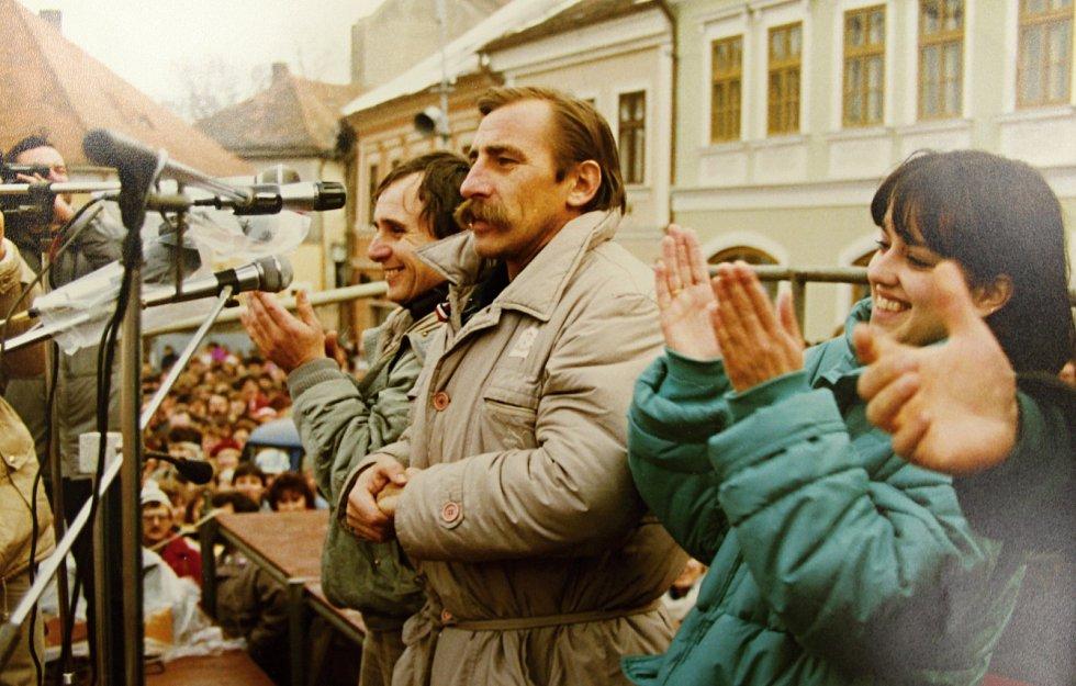 Generální stávka byla vyhlášena v celé republice na 27. listopadu 1989. Trvala dvě hodiny, přesněji od 12 do 14 hodin. Stávka se konala také v Kutné Hoře a podporovala požadavky herců a studentů. Například vypracování osnov nových zákonů, osvobození polit