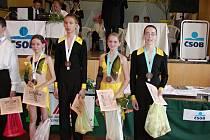 Petr Štolba alias Pekař a kadeřník Tomáš Arsov na společné fotografii z druhého ročníku taneční soutěže 'O kutnohorský groš'.