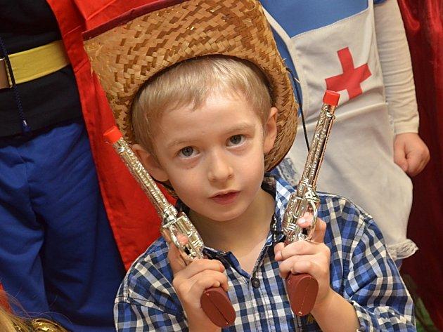 Děti z mateřské školky Dačického si dnešní karneval užily