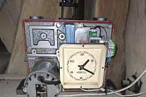 Hodiny na věži kostela sv. Jakuba v Kutné Hoře díky náhradnímu elektrickému stroji znovu měří čas.