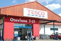 Zručský supermarket Tesco.