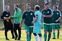 Fotbalisté Horních Bučic (v zelených dresech) vyhráli III. třídu v sezoně 2019/2020.