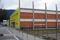 Prostranství u sportovní haly Klimeška v Kutné Hoře.
