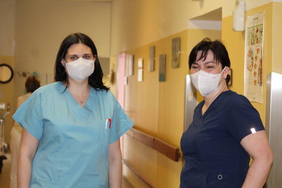Staniční sestra interního oddělení Městské nemocnice Čáslav Vendula Soukaná (vlevo) a primářka anesteziologicko-resuscitačního oddělení Petra Běhounková.