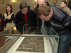 Středověká iluminace s vyobrazením těžby a zpracování stříbra v Kutné Hoře.