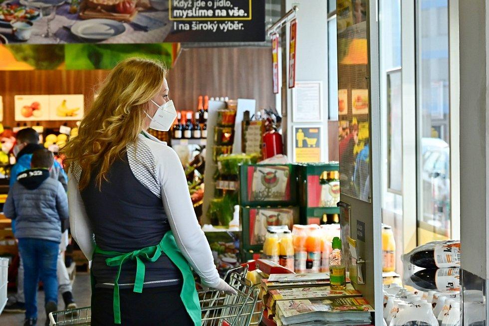 Potravinová sbírka v obchodním domě Billa v Kutné Hoře.