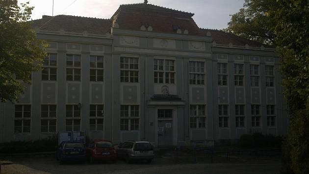Škola v Ratajích nad Sázavou