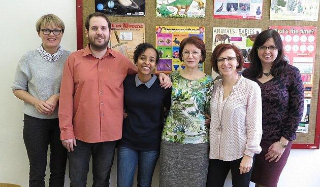 Americká asistentka angličtiny Lakka Benti sangličtináři Gymnázia a Střední odborné školy pedagogické vČáslavi.