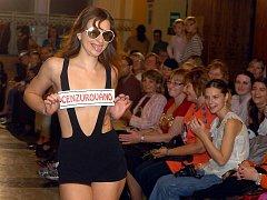 Módní přehlídka Modes Robes Meluzína v kutnohorském Tylově divadle