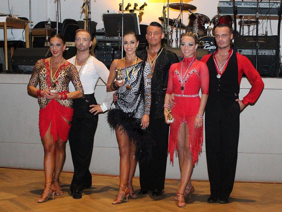 Tanečníkům z Taneční školy Novákovi Kutná Hora se na soutěžích daří.