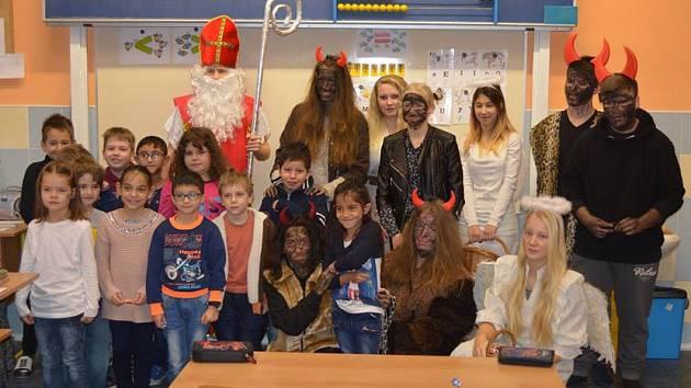 Mikuláš s čerty navštívil Základní školu Kamenná stezka