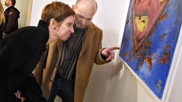 Druhý březnový sobotní podvečer v knihkupectví a galerii Kosmas patřil vernisáži výstavy obrazů Michala Hlaváče.