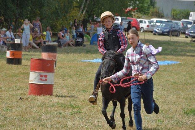 Soutěžní odpoledne s koňmi se uskutečnilo na hřišti v Čestíně.