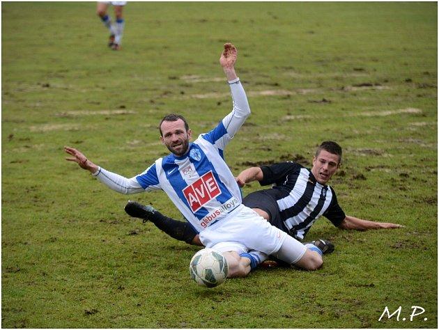 Čáslav porazila v ČFL Admiru 2:1.