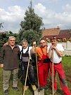 Zehubští hasiči nezahálí. Zasadili borovici a podíleli se na rekonstrukci klubovny hasičské zbrojnice.